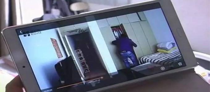 入室贼偷到一半,抬头一看,傻眼儿了!