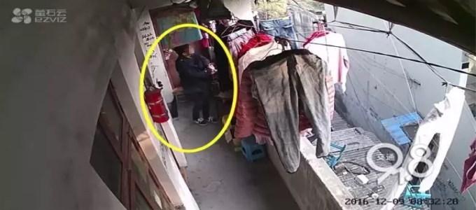 一户17件女式内衣裤全不见! 萤石摄像头记录偷盗全过程
